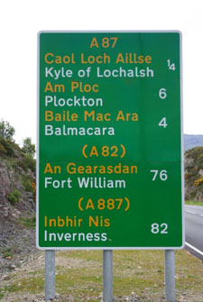 Billingual road sign in Scotland